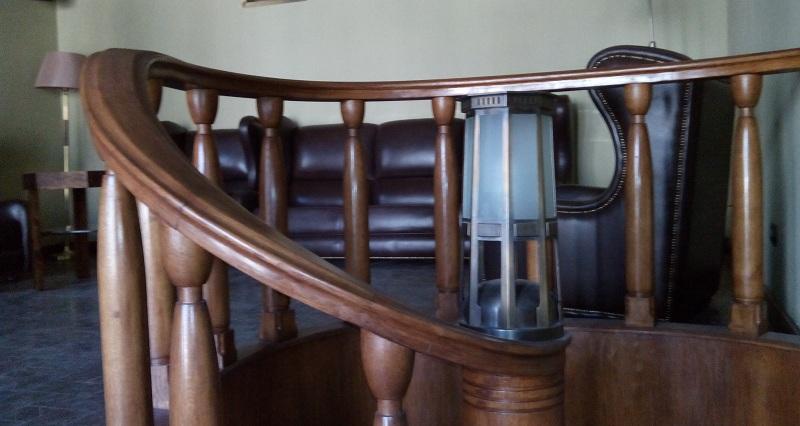 Витая лестница аванзала особняка Смирнова
