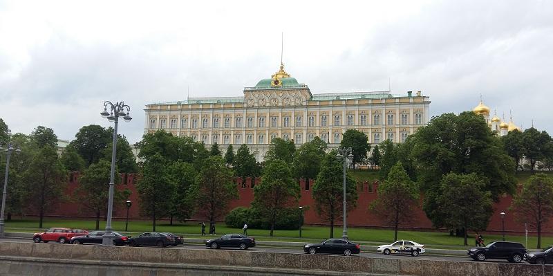 Вид на Большой Кремлевский дворец с палубы теплохода