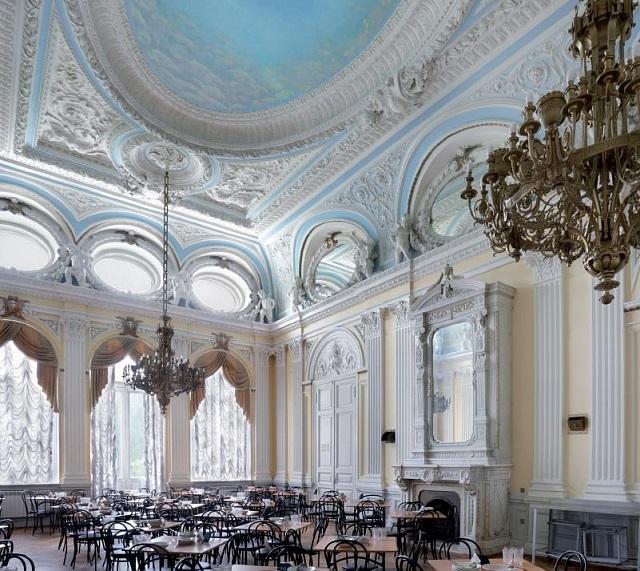 Большой зал главного дома усадьбы Грачева