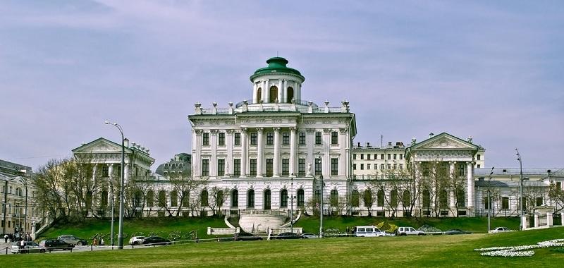Вид на дом Пашкова от Кремля