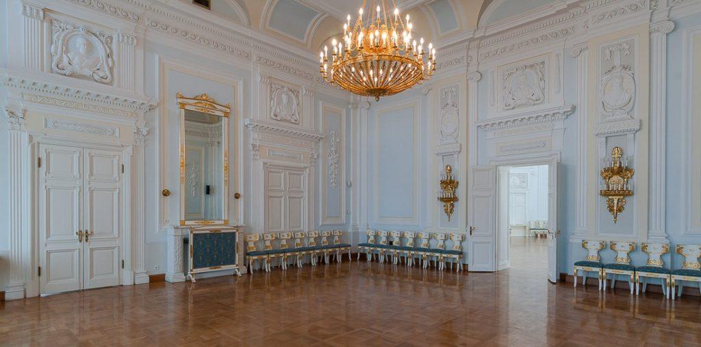 Дворцовая гостиная Петровского дворца