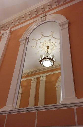 Зеркало главной лестницы Геликон-опера