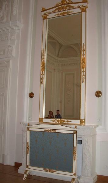 Зеркало в Кавалерском зале Петровского дворца