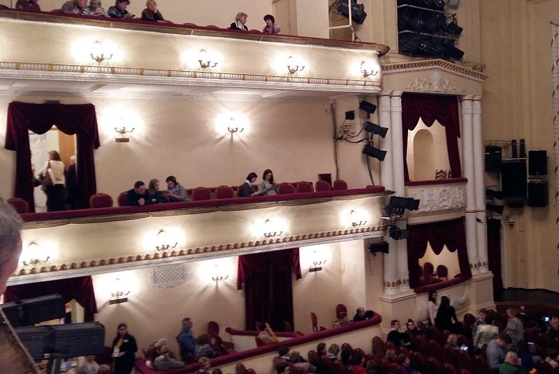 Зрительный зал театра Пушкина