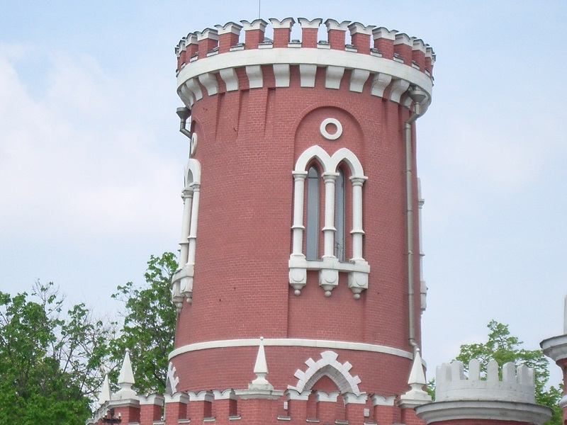 Зубцы на башне Петровского дворца