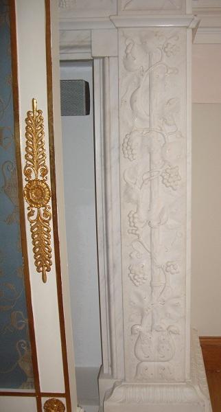 Резьба камина в Кавалерском зале Петровского дворца