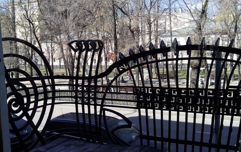 Вид на балкон из Классического зала особняка Смирнова