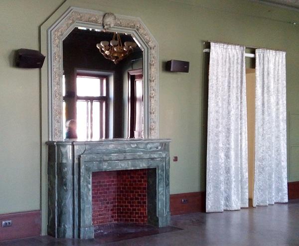 Камин в Классическом зале особняка Смирнова