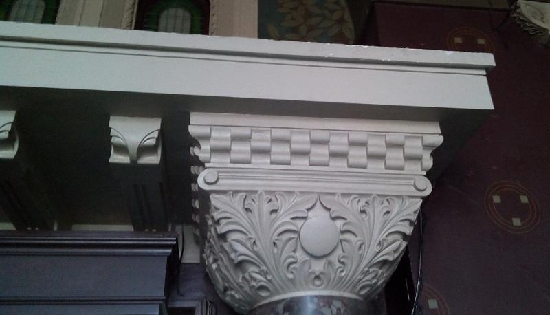 Капители колонн в Романском зале особняка Смирнова