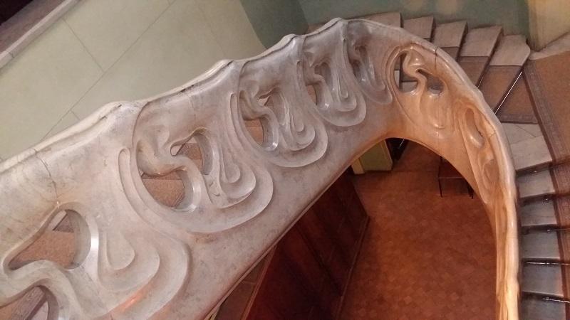 Вид сверху на лестницу в особняке Рябушинских