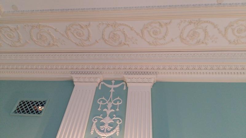 Лепнина в зале Покровский Геликон-оперы