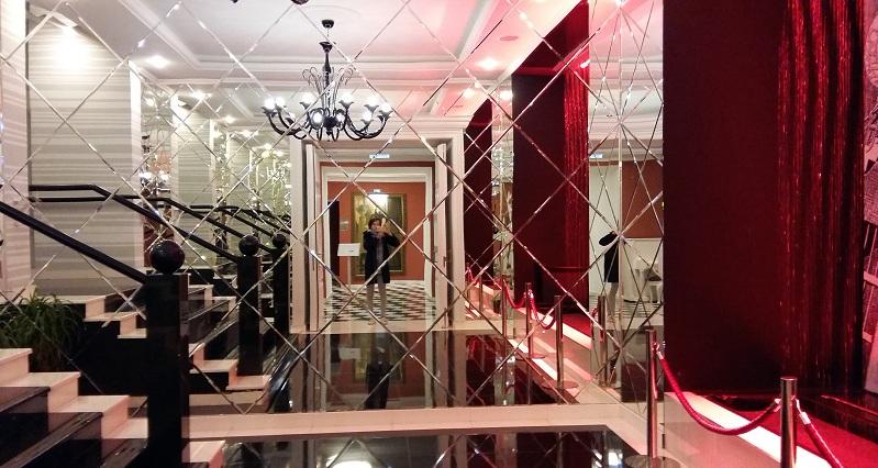 Лестница фойе Геликон-оперы