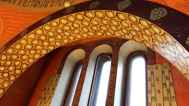 Тройное окно в молельне особняка Рябушинских