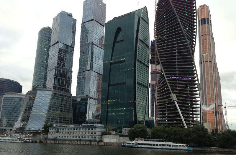 Вид на Москва-Сити с противоположного берега реки