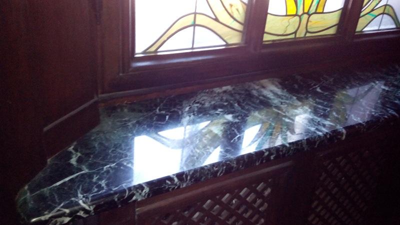 Подоконник в Романском зале особняка Смирнова