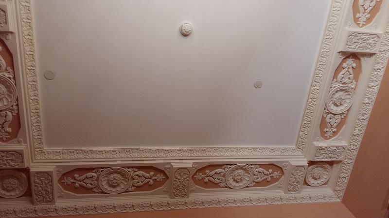 Потолок исторического фойе Геликон-оперы