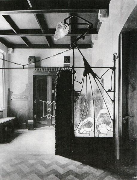 Фотография парадного вестибюля особняка (начало ХХ века)