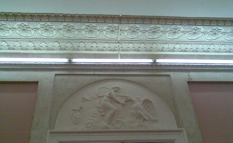 Усадьба Барышникова Розовый зал Барельеф с орлом