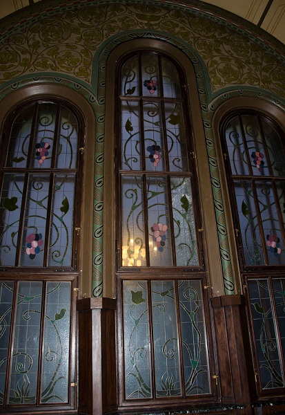 Витражное окно Романского зала особняка Смирнова