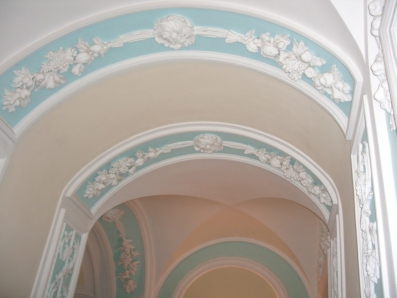 Лестница Петровского дворца