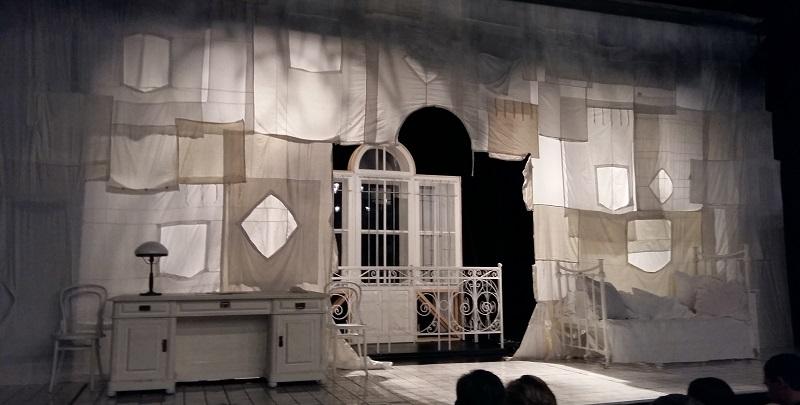 """Оформление сцены для спектакля """"Мастер и Маргарита"""" Студии театрального искусства"""