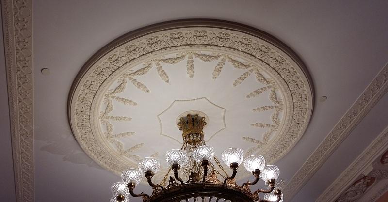 Люстра исторического фойе Геликон-оперы