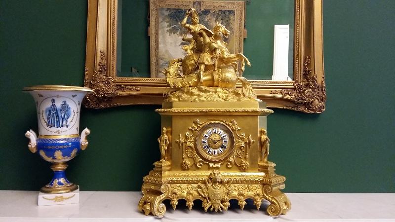 Часы зала Тихонов Геликон-оперы
