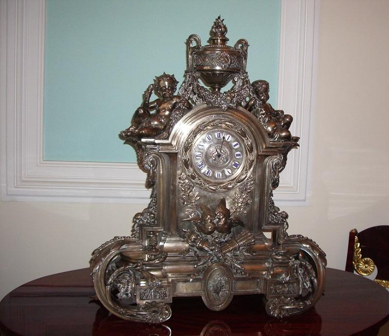 Часы в Петровском дворце