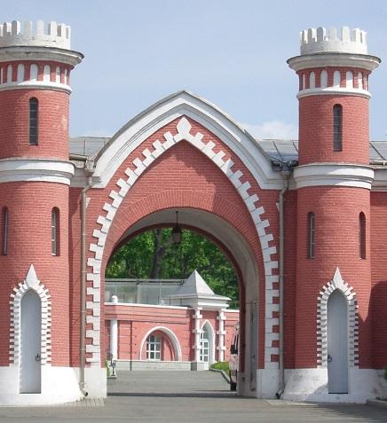 Ворота на хоздвор Петровского замка.