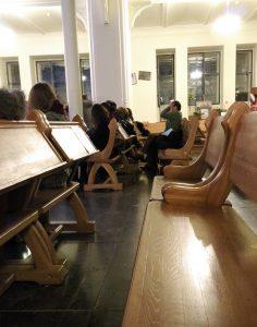Сидячие места внутри собора