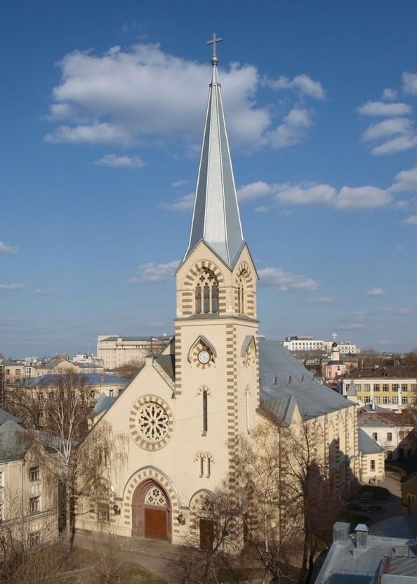 евангелическо-лютеранская церковь на фото